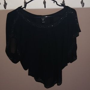 beautiful Windsor black top